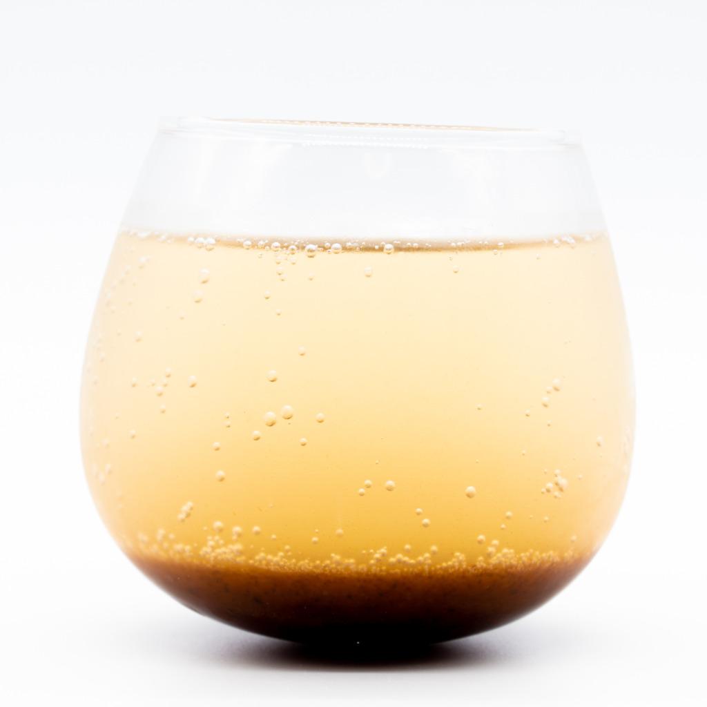 キハダコーラ、グラス