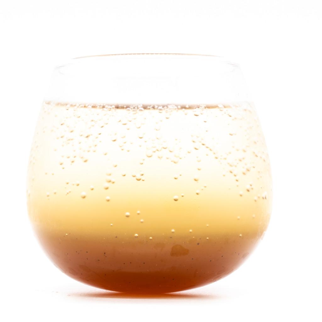 キヌヤマコーラ、グラス
